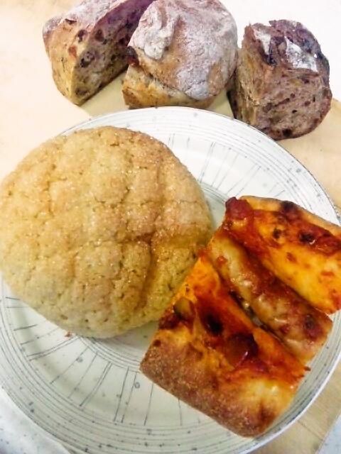 ドーシェルのメロンパンと岳人のウインナーパン