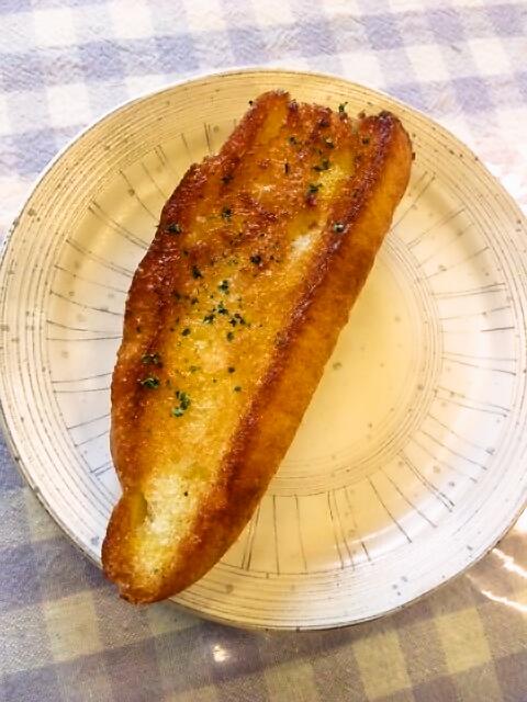 森のパン屋さんのガーリックトースト