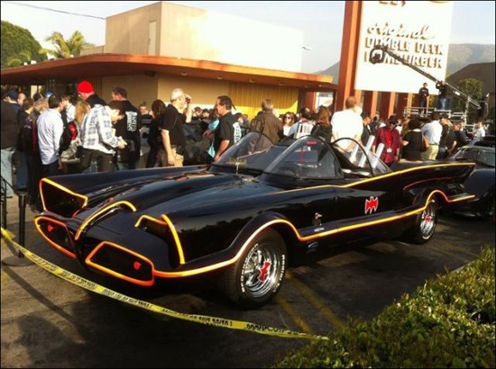 all_the_batmobiles_in_one_place_7_pics-6.jpg