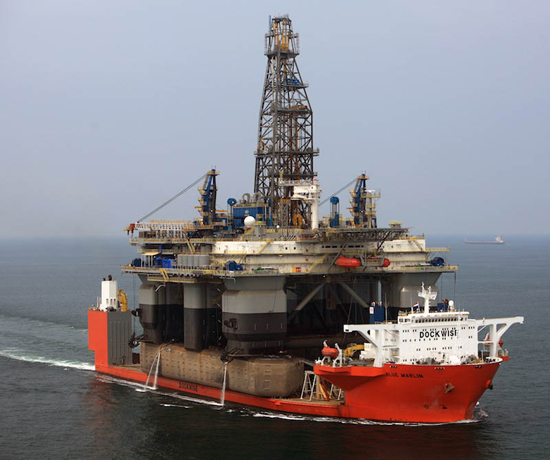 blue-marlin-heavy-lift-ship-transports-rigs-and-other-ships-9.jpg