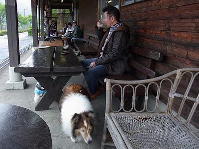駅カフェで