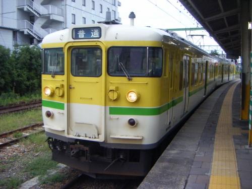 弥彦線115系
