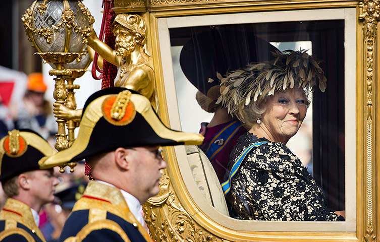 Queen-Beatrix-looks-out-f-001.jpg
