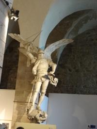 聖ミカエルの像のレプリカ