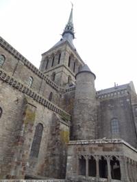 教会の尖塔 頂上には聖ミカエル像