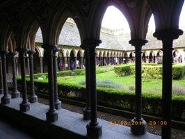 「ラ・メルヴェイユ」棟の最上階、僧の憩いと瞑想の場・列柱廊