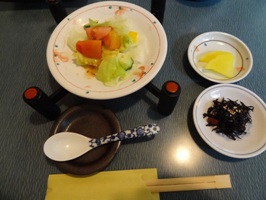 野菜サラダ、小豆ひじき、漬物