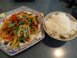 ご飯とジャガイモ入り炒め物