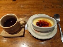 デザートのクレームブリュルレとコーヒー