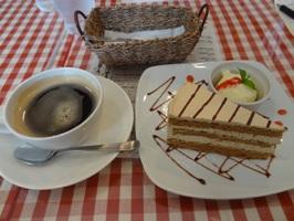コーヒーとデザート(アールグレイケーキ)