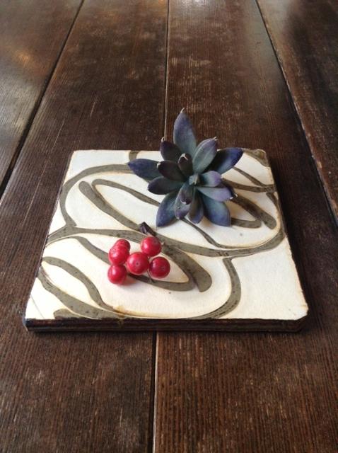陶板は花器にもなる