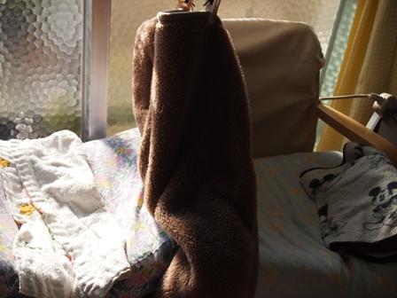 窓辺の椅子
