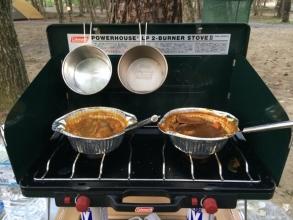 キャンプではアルミ箔鍋でカレーを作る