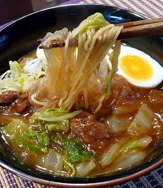春雨牛バララーメン麺UP.jpg