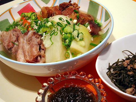 沖縄尽くしの夕食.jpg