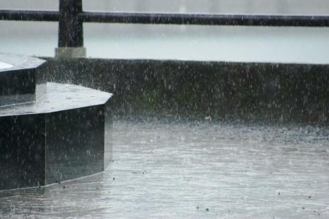 賃貸物件の雨漏り対応について