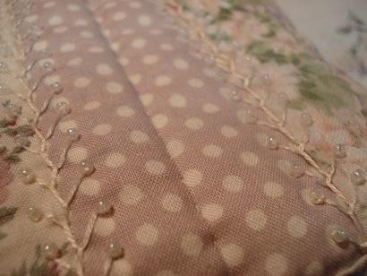ポーチの刺繍