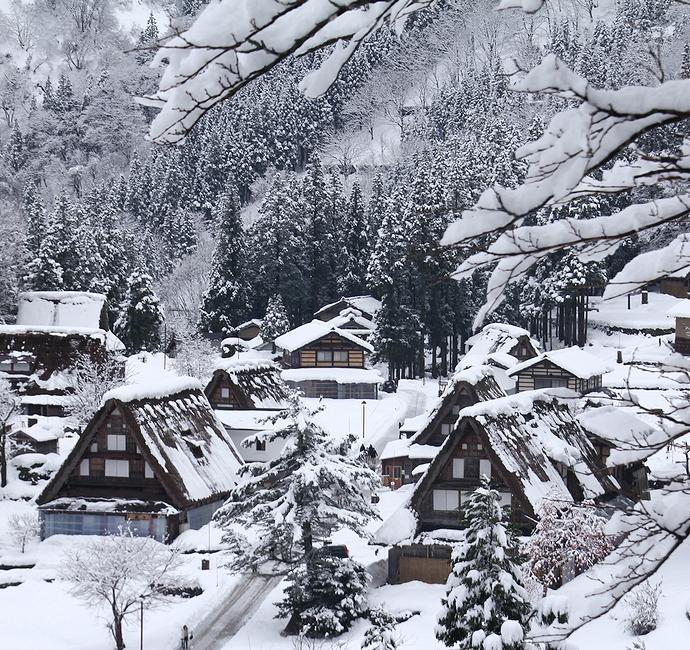 冬の相倉合掌集落の様子 展望スポットへの道の途中