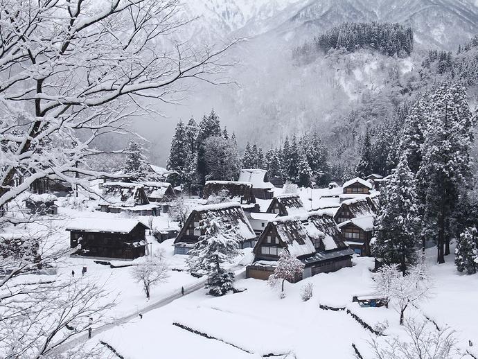 五箇山相倉合掌集落の雪景色 展望スポットより