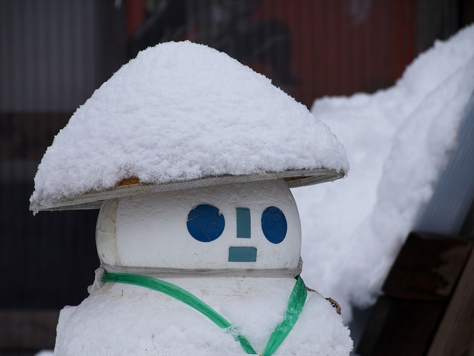 店先の雪だるま(相倉合掌集落)