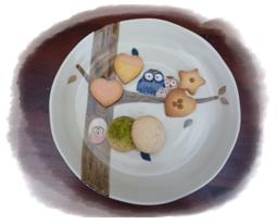 フクロウのお皿と手作りクッキー