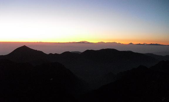 2 槍ケ岳山荘からの日の出・富士山