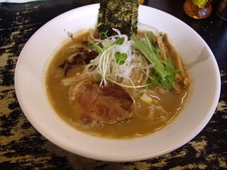 麺処 晨輝 豚骨魚介ラーメン