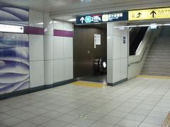 九段下駅4番線ホーム半蔵門寄り階段