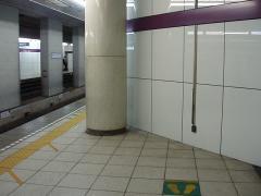 九段下駅4番線ホーム中程
