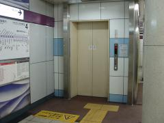 九段下駅4番線エレベーター