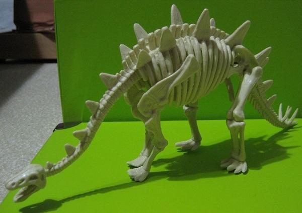 kyoryu_stegosaurus.jpg