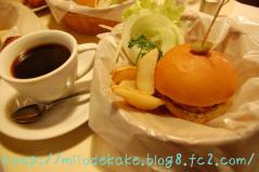 ボンネットのハンバーガー