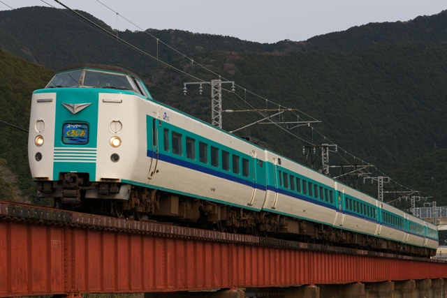 120228-JR-W-381-superkuroshio-kiihiki-2.jpg
