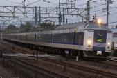 120310-JR-W-583-kitaguni-12cars-yamazaki-osaka-1.jpg