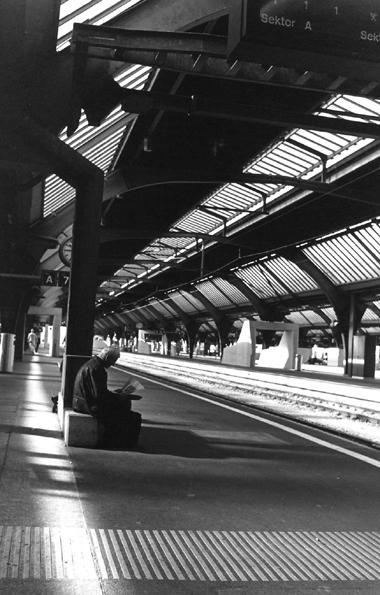 Zur station