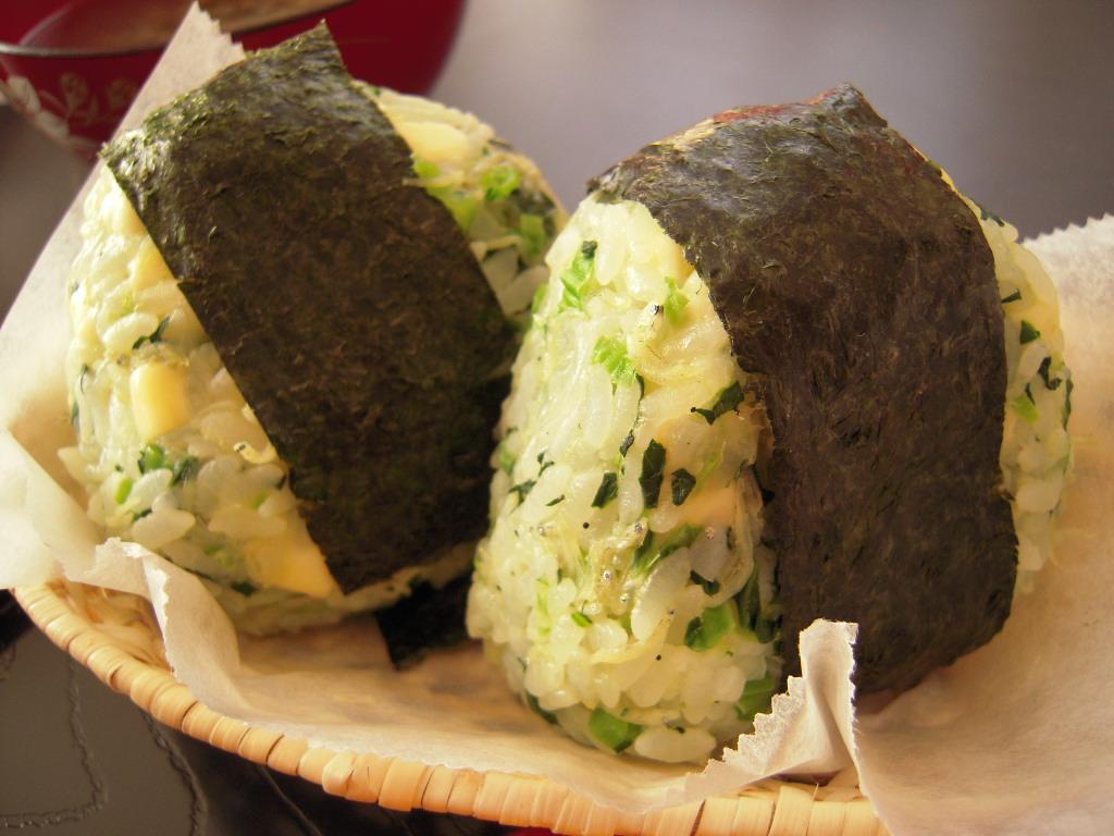 小松菜としらすとチーズのおにぎり☆ 1