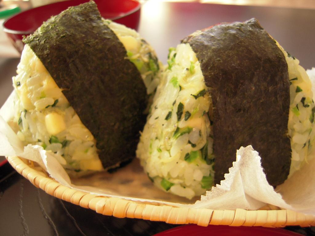 小松菜としらすとチーズのおにぎり☆ 4