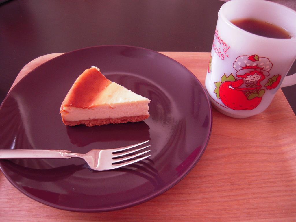 無印の木製トレイとチーズケーキ☆