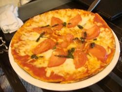 トマトとバジルのピザ@マール