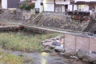 河原の温泉