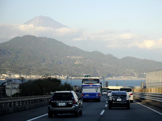 高速道路からの富士山