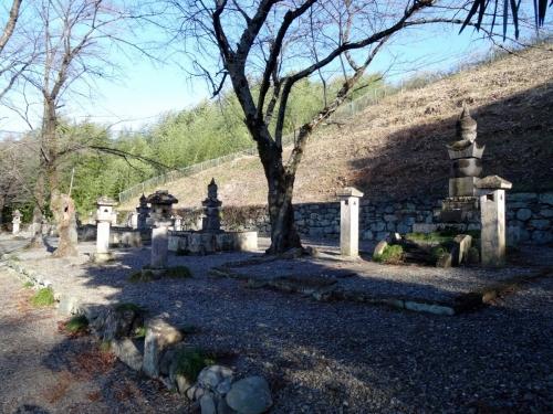 4織田家の墓 (1200x900)
