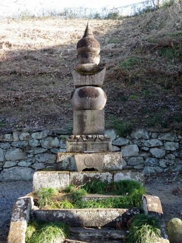 5織田信雄の墓 (900x1200)