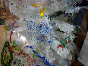 クリスマスツリーを飾りつけよう