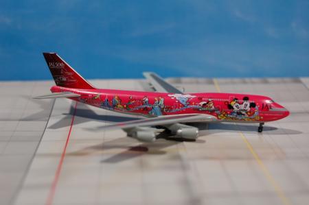JAL ディズニー赤 右側-1