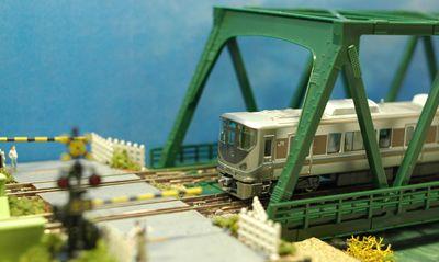 225系橋上_R