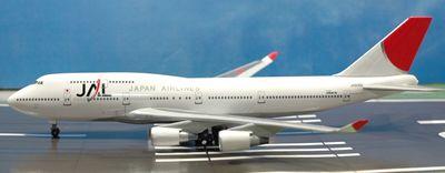 33 JAL B747-400_R