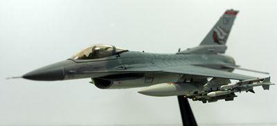 F-16 OK飛行左前_R
