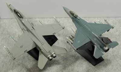 比較 F-16vsFA-18上から_R