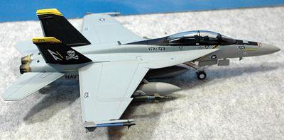 24 F-18_R